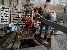Старинный колодец раскапывают в Меджибоже