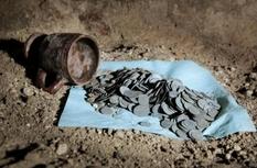 Польские археологи нашли горшок с серебряными монетами XVII века