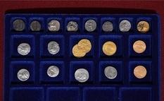 Клад золотых и серебряных монет из подвала старого дома