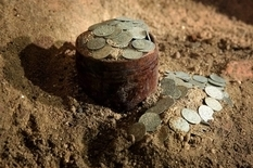Под алтарем польской церкви обнаружили более тысячи монет