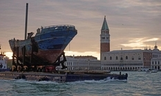 Затонувший корабль как главный арт-объект биеннале в Венеции