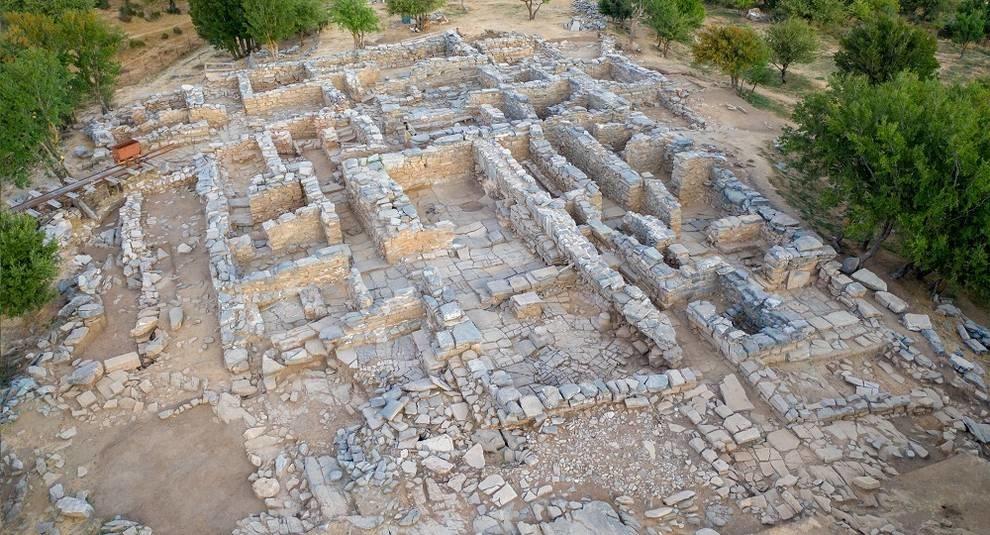 Ancient treasure trove discovered in Crete