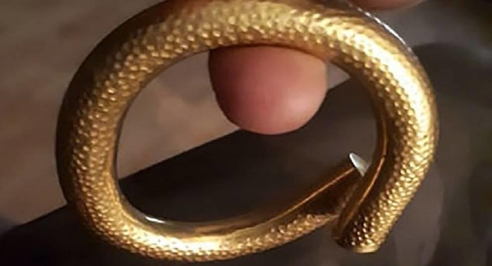 Археолог-любитель откопал золотое украшение