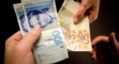 Money in the clock: a resident of Germany found a cash hoard
