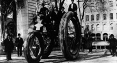Трехколесный велосипед-гигант от Boston Woven Hose and Rubber Company
