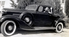 Retro beauty: women and cars of the 1930s