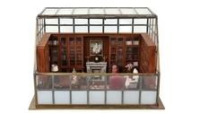 На аукционе Hindman купили миниатюрную копию комнаты с книгами