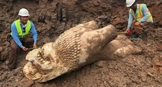 В Камбодже откопали таинственную скульптуру льва