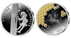 Мед и пчелы: Литва выпустила серебряную монету «Древесное пчеловодство»