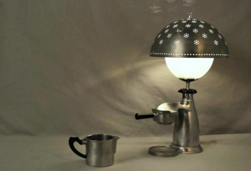 Причудливые и симпатичные: лампы из винтажной кухонной утвари