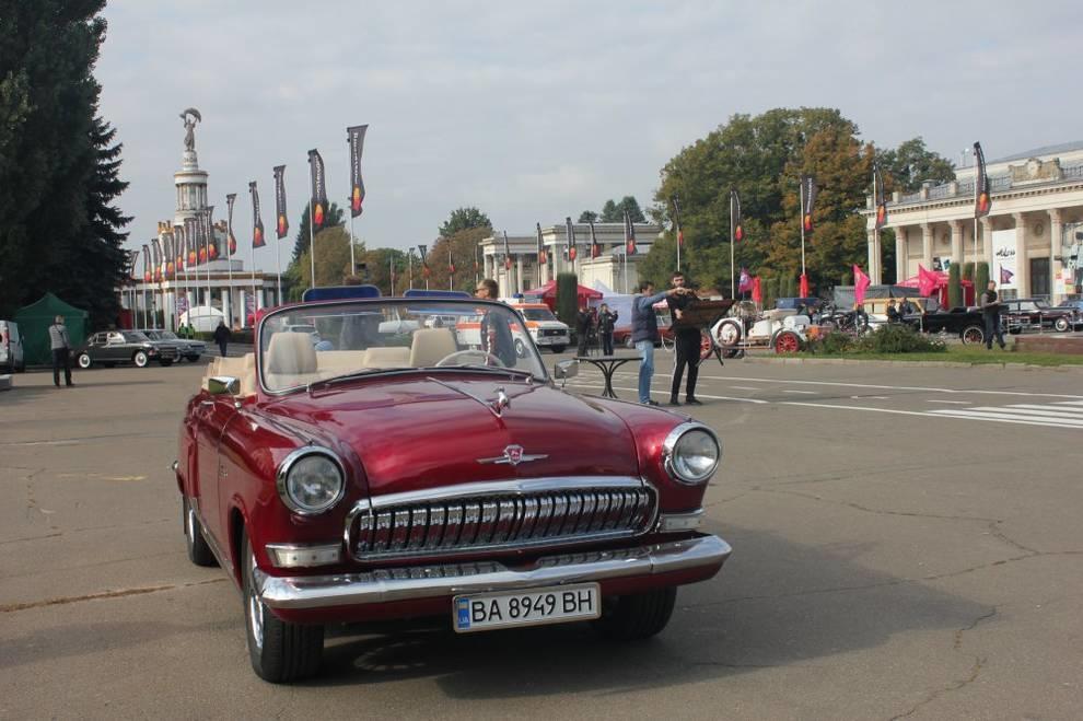 В Киеве показали восстановленную парадную