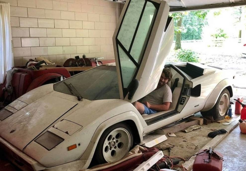 Lamborghini Countach и Ferrari 308: суперкарры простояли в старом гараже более 20 лет, пока их не нашли