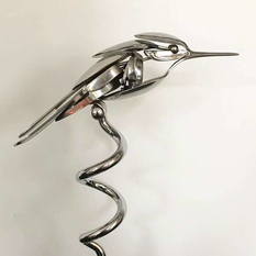 Eagles, swallows and parrots: realistic birds from scrap metal