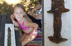 8-летней шведке удалось найти в озере древний меч