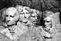 Чтобы высечь головы четырех президентов в скале, понадобилось более 14 лет