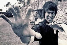 Bruce Lee home workout: rare video