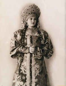 Historical photos of Slavic girls in traditional costumes