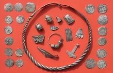 Браслети і намиста, пряжки і кільця - скарб епохи короля Харальда I Синезубого