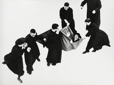 Чи не вірою єдиною: зимове дозвілля семінаристів на фотографіях Маріо Джакомеллі