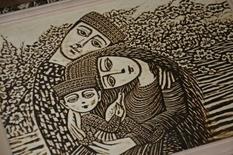 Українець випалює картини на дереві принтером і колекціонує їх