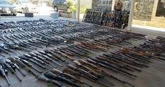 Гвинтівки, рушниці, пістолети: знахідка американських поліцейських, за допомогою якої можна здійснити збройний переворот