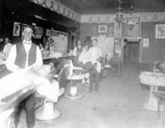 «Жив собі цирульник»: барбершопи в XIX-XX столітті в добірці старовинних фотографій