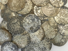 Large denomination and a lot of silver - a medieval treasure from the UK
