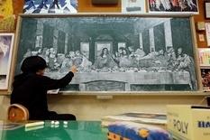 «Я малюю білою крейдою»: японський учитель розписує старі дошки