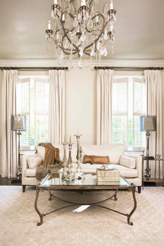 How to harmoniously fit antique furniture in a modern interior?
