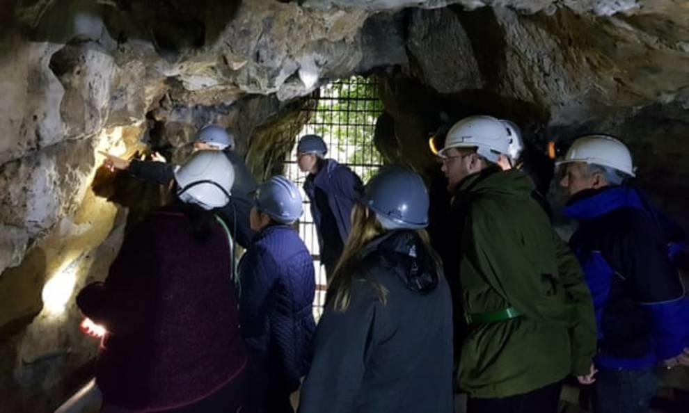 Заклинания, которые отпугивают духов, обнаружили в одной из пещер Британии