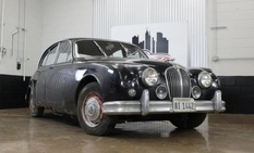 36 years Jaguar Mk II stood in the garage until he was found by a real estate agent