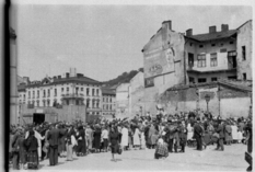Destroyed houses and concerned people - residents of Lviv in rare photos of 1943