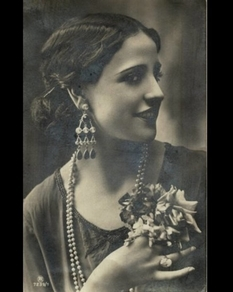 Beauties of the early 20th century: a selection of photos