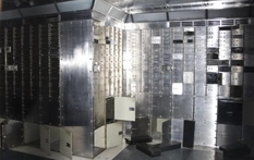 Incredibly lucky restaurateur, or why hundreds of safe-cells with 1,000,000 pounds of contents were forgotten?