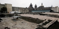 In the center of Mexico City excavated an ancient burial