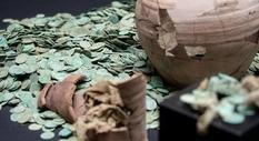 Монетный клад средневековых монет, найденный поисковиками из Германии