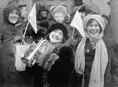 19 поправка до Конституції США дозволила жінкам голосувати