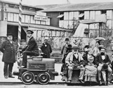 А все почалося з маленького локомотива, що возив по колу вагончики...