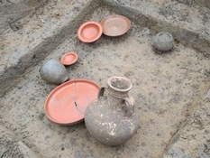 Британські археологи розкопали рідкісні прикраси і монети