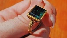 Золотое кольцо с изумрудом, обнаруженное у побережья штата Флорида