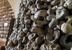 Тисячі кісток з маленької церкви: найбільша колекція людських останків, розташована у Великобританії