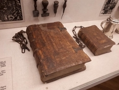 Chain libraries, or why in medieval Europe books were kept under lock and key?