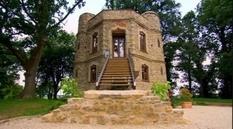 Подружня пара з Великобританії продає відреставрований замок