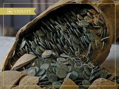 Как правильно найти россыпь монет и извлечь ее из земли?