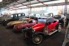 Колекція занедбаних машин з Франції