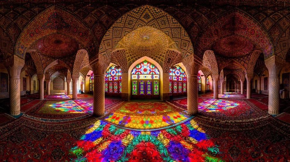 Абстрактные узоры и геометрические формы: гипнотизирующая красота исламской архитектуры