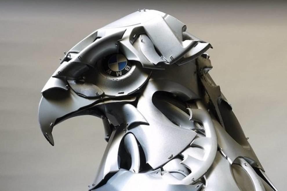 Реалистичные скульптуры из автомобильных колпаков