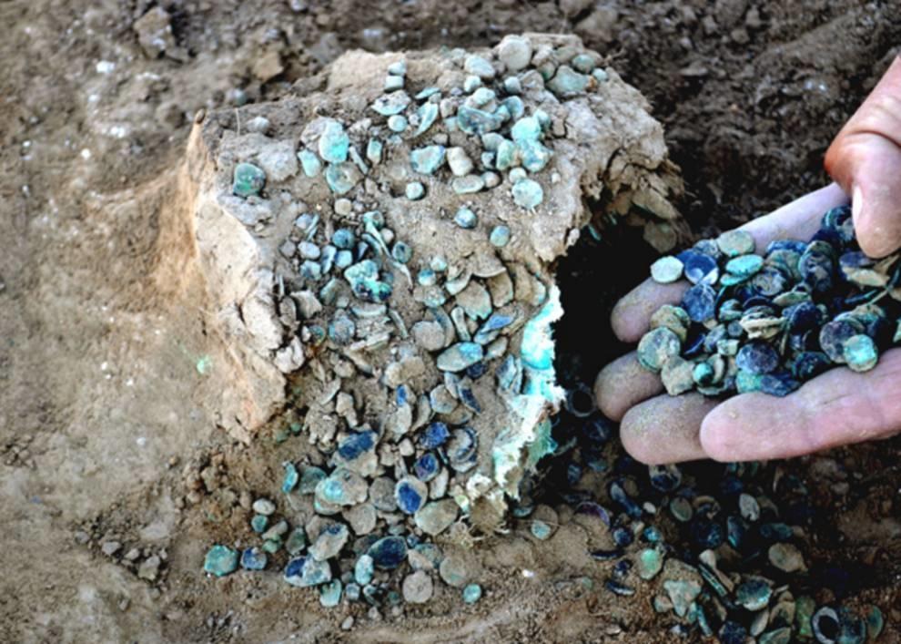 25-килограммовый клад медных монет из древнего городища