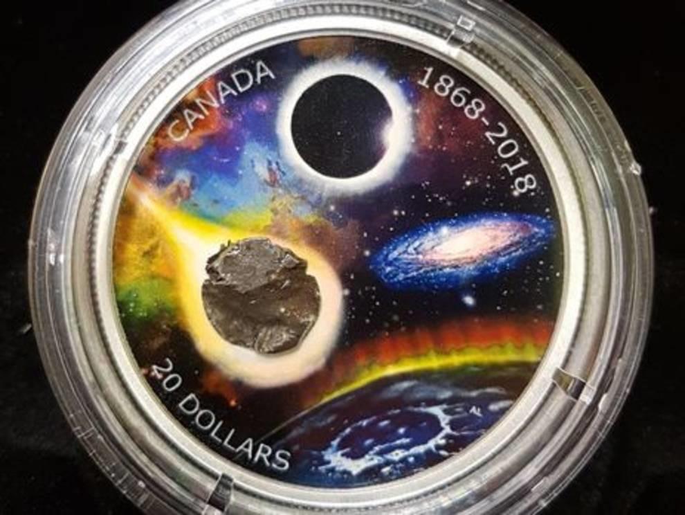 Космические деньги: в Канаде выпущены монеты с фрагментами метеорита