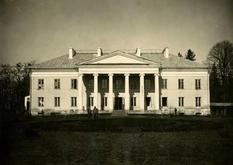 Дворец в Острожце: из сооружения в стиле позднего классицизма в противотуберкулезный диспансер